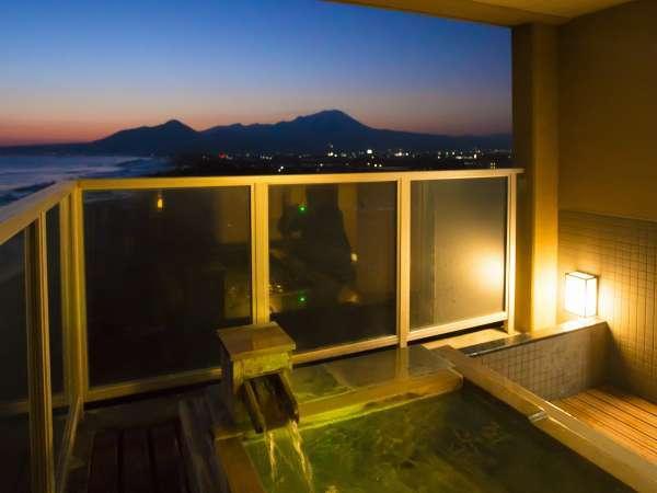 高層階ツイン70㎡露天風呂&展望ジャグジー付客室露天からダイナミックな大山、海をお楽しみください。