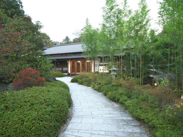 純和風の数奇屋造り、本格建築のもつ格調高く、落ち着いた風情