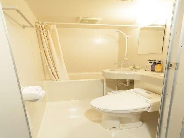 清潔なバスルーム♪備え付けのシャンプーの他にもフロントで様々なシャンプーの貸出しをしております。