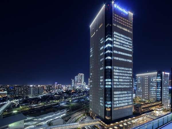 ホテル外観(地上140メートル、32階以上の高層階ホテル)