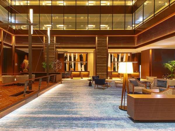 ホテルロビーは31階地上140メートル。ホテル1階から4階は23店舗のレストランが充実!