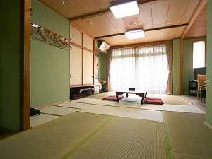 客室一例。全室、和室となっています。ごゆっくりお休みください。