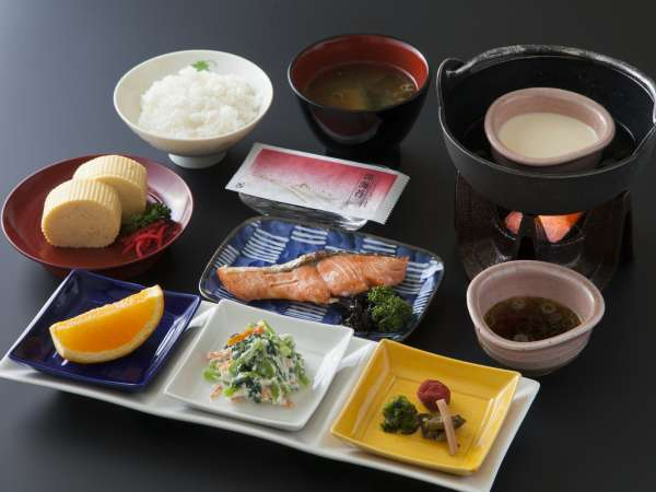京のおばんざい朝食 ふわふわの出し巻付き(^_^)☆(冬・春)全体写真