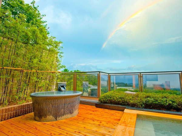 天空の露天風呂~虹もかかり幻想的な眺望をお楽しみ頂けます。
