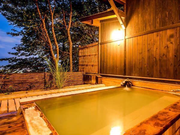 期間限定の露天風呂♪【山の湯】~夜はライトアップされて幻想的に~