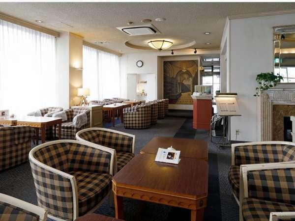 1Fフロント前喫茶店「カフェ・ド・フロール」です。落ち着いた空間でホッと一息いかがですか?