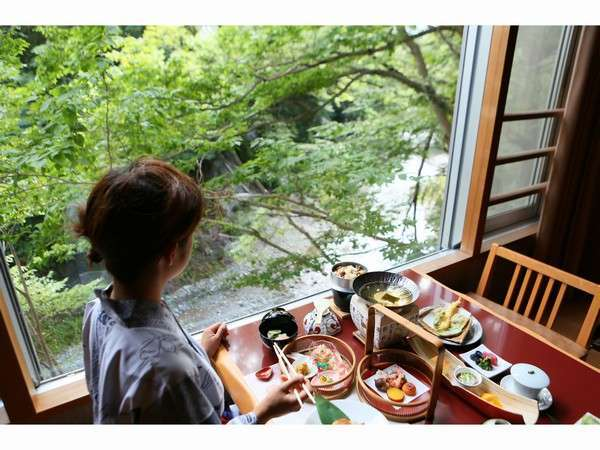 横瀬川渓谷を眺めながら・・・【露天風呂付客室】