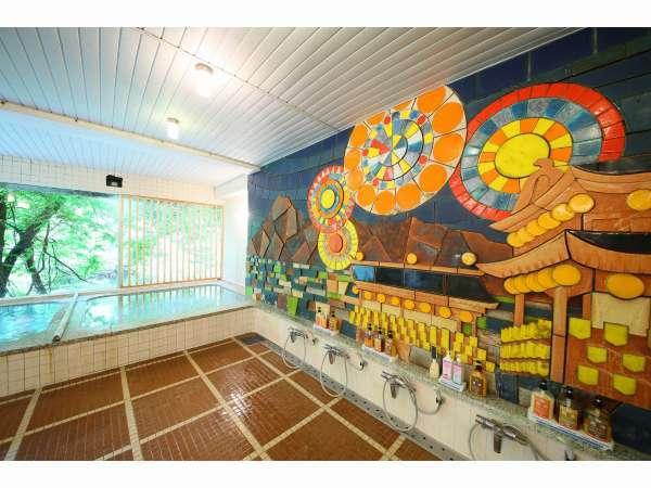 男性大浴場 秩父夜祭を色鮮やかなタイルで表現