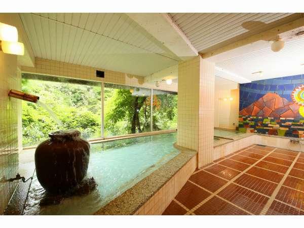 男性大浴場「夜祭風呂」昭和52年に建設信楽焼きの秩父夜祭を再現したタイル画を堪能ください。