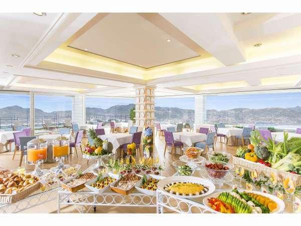 【朝食会場】長崎絶景と栄養たっぷりの長崎の恵を堪能。
