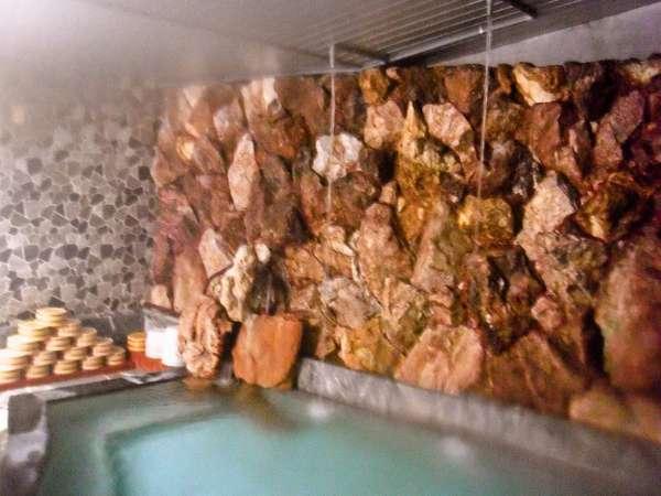 1階大浴場 秋吉台の大理石