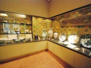 【ギャラリー】江戸中期からの老舗である当館には初代柿右衛門など秘蔵の美術品をご覧いただけます