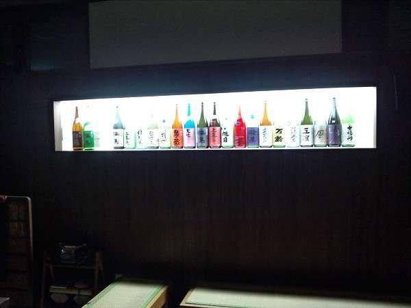 ロビーにて日本酒ライトアップ中