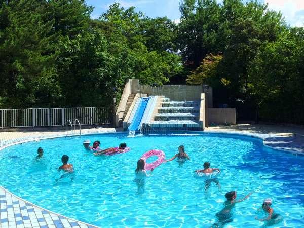 【屋外ガーデンプール】7/18~8/31日まで無料開放!リゾート気分を演出する曲線の美しいプール♪