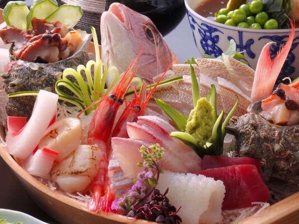【萬松閣の大漁舟会席 イメージ】7種の新鮮刺身がド~ン!他にも鮑や、能登豚も!