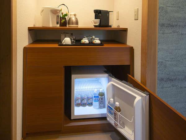 【令和2年◇NEWオープン】川側◇露天風呂付客室:客室内にはミニバーも設置♪