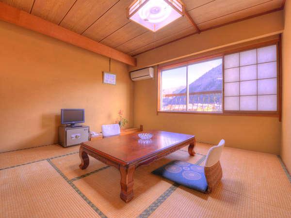 和室8畳(客室一例)/和のしつらえが日本の良さを引き立てます。どうぞごゆっくりお過ごし下さい。