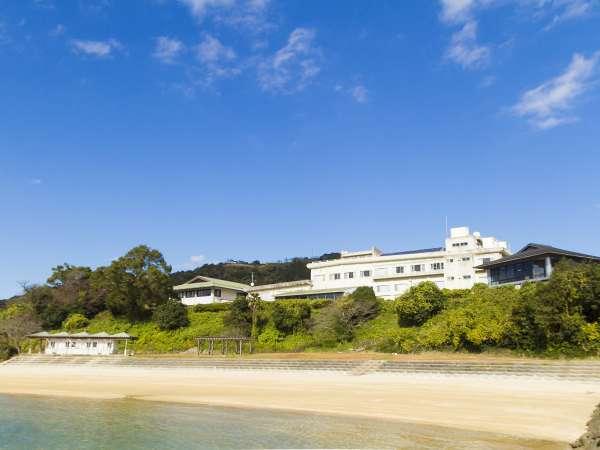 施設外観:静かな自然豊かな場所にあります。美しい青い海と空が自慢の場所です。