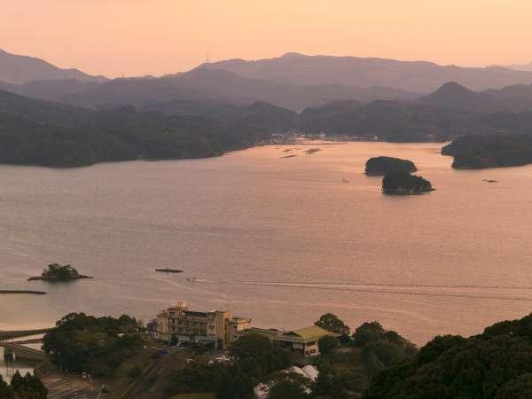 夕陽百選に選ばれるほど、いろは島からの夕景は最高です。お天気にもよりますが、ぜひ夕陽をご覧ください。