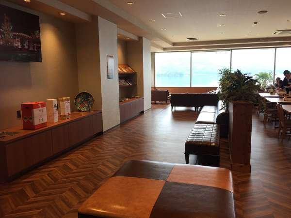 【ロビー・レストラン】大きな窓からいろは島の絶景をお愉しみ頂けます。