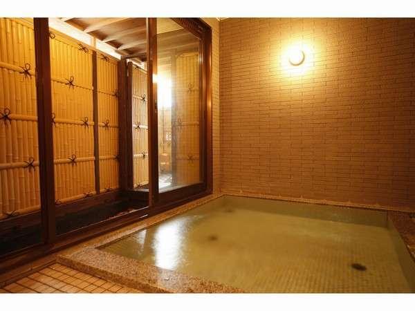 平日に2組様以内であれば、露天風呂にも行ける内湯も貸切運用。