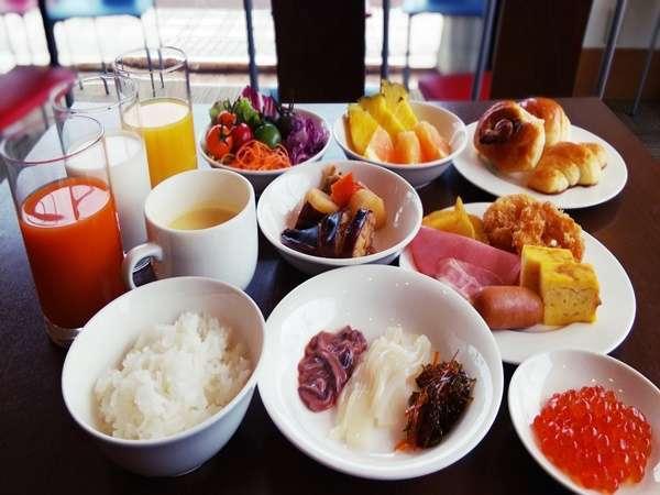 朝食イメージ 和食 イクラ・イカ刺しなど名物が沢山