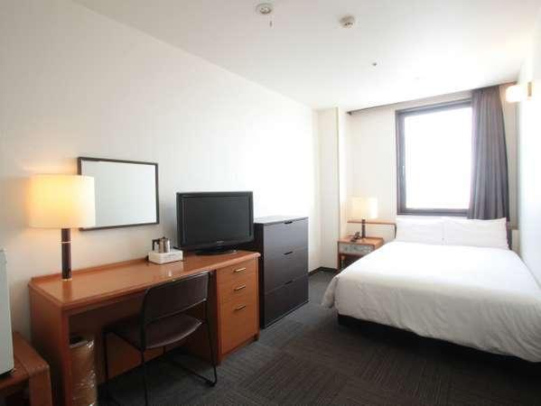 【シングルルーム】ベッド幅120cm。函館のビジネス・観光に便利です。