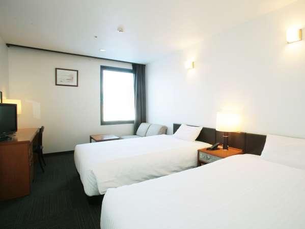【ツインルーム】ベッド幅120cm。ゆったりとお寛ぎいただけます。
