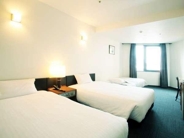 【トリプルルーム】1台はソファー(エキストラ)ベッドになります。家族旅行に便利です。