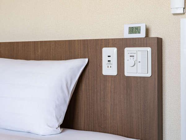 ベッドボード枕元でUSB充電なども出来るようになりました。