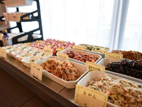 ≪朝食≫好評の朝食ブッフェ。ウッドデッキテラスで様々な三島フレンチをお届け♪
