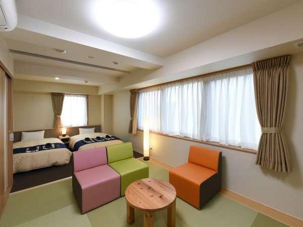 ≪高層階ツイン+広さ:30平米≫120cmのベッド2台と4畳半の高層階ルームです。
