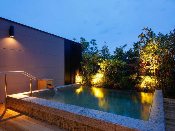【温泉浴場】淡路島の広い空と遊ぶ屋上露天風呂