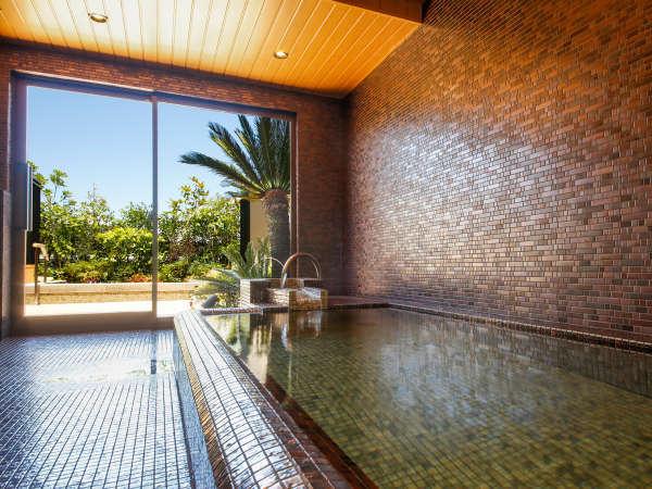 昔ながらの古民家の面影を映すクラシックモダンな「温泉浴場」