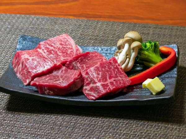 上州牛のステーキ。柔らかくておいしい上州牛もたっぷりどうぞ。
