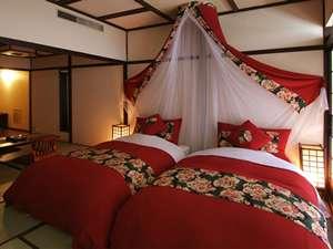 ★ちりめんのベッドカバーが可愛い和モダンルーム(畳の間にセミダブル2台の和ベッドルームBT付)
