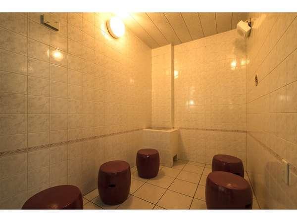 女性大浴場にはミストサウナがございます。利用可能時間 15:00~23:00