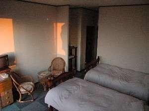 広々とした洋室10畳程のお部屋です。