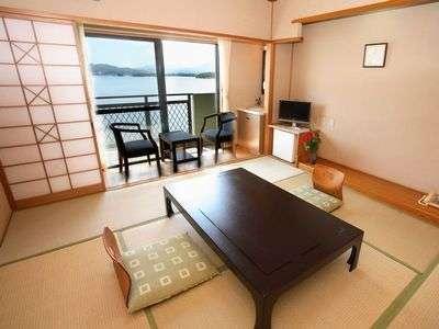 海がみえるお部屋。窓からの景色は最高!