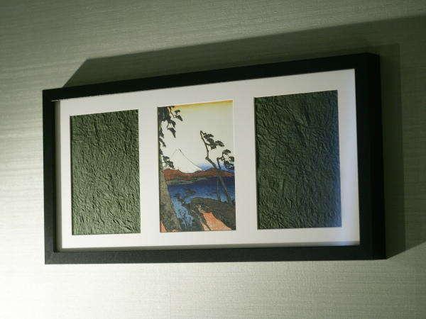 富士を描いた浮世絵が客室に静岡らしさを彩ります。
