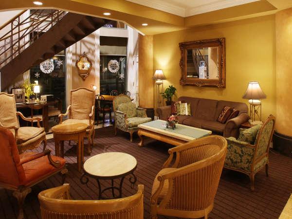 ロビー】有名デザイナーによるネオクラシズム薫る癒しの空間。全国ベストホテルランキングにも選出。