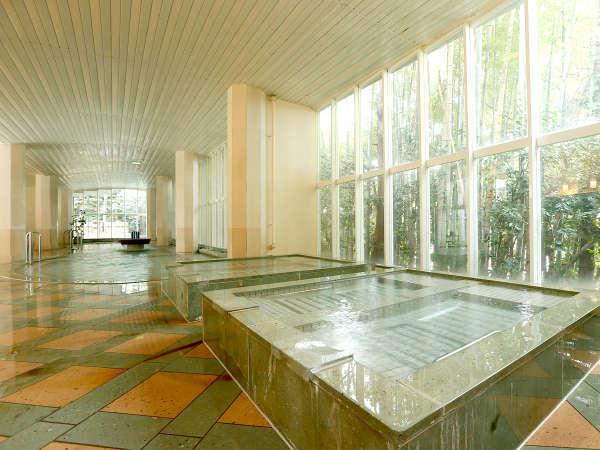 約100坪の【女性大浴場】は寝湯やジャグジーも。