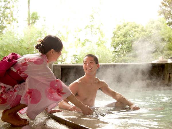 カップルに人気の「貸切露天風呂」自然の風景が楽しめます。