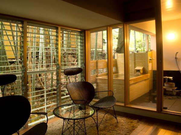 モダンな雰囲気の露天風呂付き客室