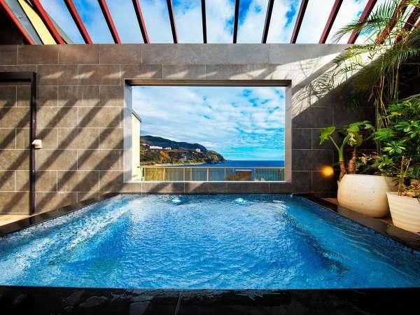 海と空を見渡す展望大浴場露天エリア