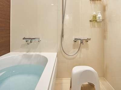 全バスルームはバスチェア・洗面器付♪