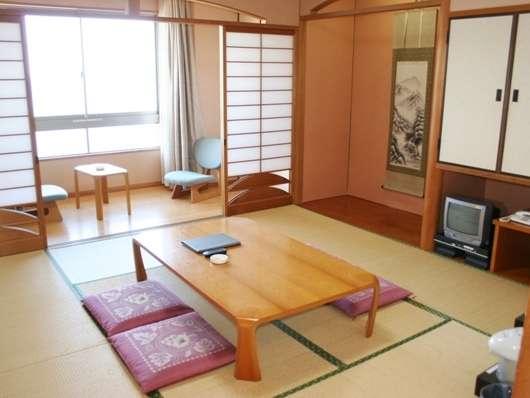 落ち着いた雰囲気の和室8畳(写真は3~4名利用タイプ)