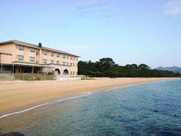 海は目の前!お散歩や夏の海水浴に最適な立地です☆