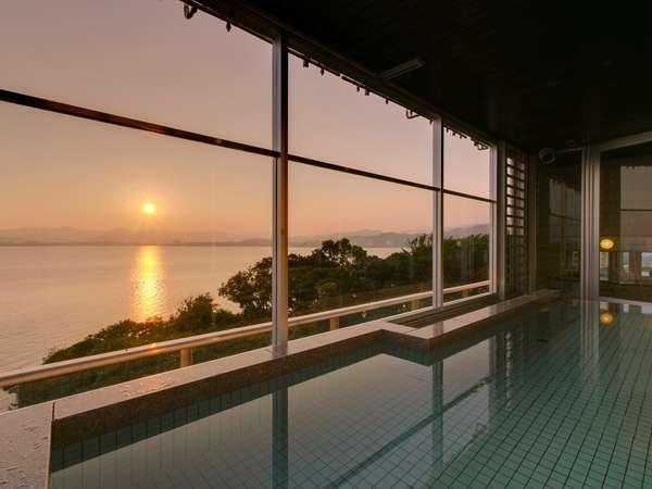 露天風呂付展望大浴場からの浜名湖の夕日(7月頃の夕日です)
