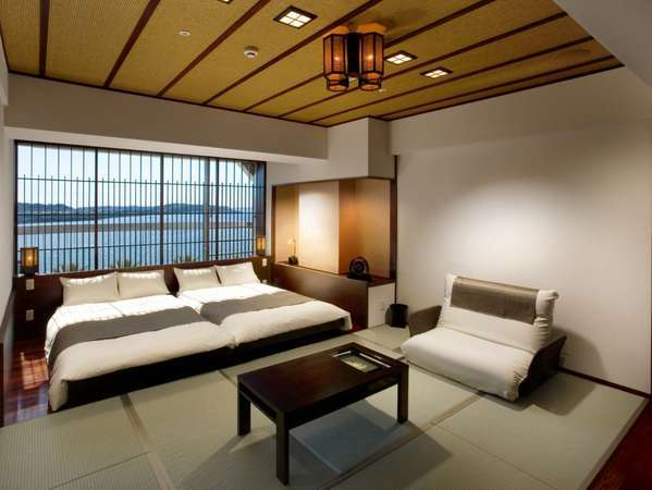 浜名湖を望む和の畳とローベッドのデザイン和室